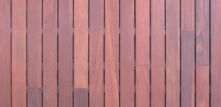 Kurupay donkerrode parketvloer